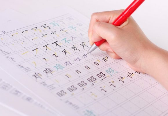 Which Is More Difficult to Learn Between Chinese and English?